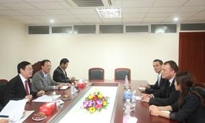 Trưởng Ban Kinh tế Trung ương Vương Đình Huệ  tiếp Đại sứ nước Cộng hòa Slovakia tại Việt Nam