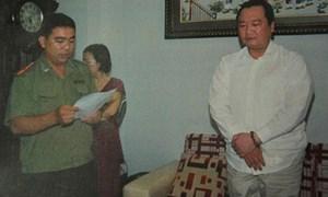 """TP. Hồ Chí Minh: Bắt """"chuyên gia"""" lừa đảo bằng kho tiền"""