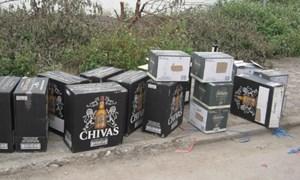 Khen thưởng nóng thành tích bắt 150 thùng rượu Chivas lậu