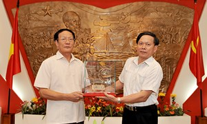 Bộ Tài chính tiếp nhận hiện vật lịch sử truyền thống ngành Tài chính