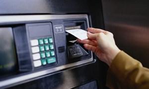 """""""Mưa phí"""" ngân hàng bủa vây khách hàng"""
