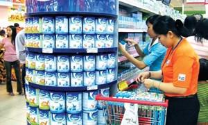 Áp trần giá bán chưa phải biện pháp mạnh nhất để bình ổn giá sữa