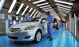 Thị trường ô tô Việt: Tiếp tục chờ hay mua ngay?