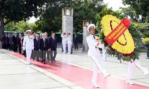 Tưởng nhớ Chủ tịch Hồ Chí Minh và các Anh hùng liệt sĩ