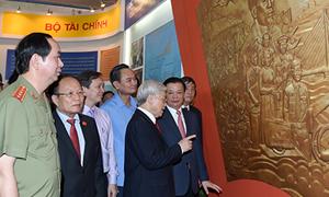 Tổng Bí thư Nguyễn Phú Trọng thăm Triển lãm Thành tựu kinh tế xã hội 2015