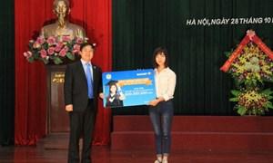 """Bảo Việt trao tặng học bổng """"Niềm tin thắp sáng tương lai"""" cho sinh viên"""