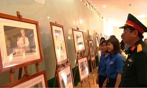 Triển lãm ảnh Chủ tịch Hồ Chí Minh với công tác bầu cử