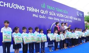 Vinamilk đóng góp 20 tỷ đồng cho chương trình sữa học đường