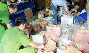 Hàng loạt cơ sở sản xuất nước uống đóng chai vừa bị xử phạt