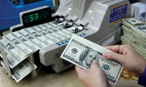 Đồng USD tiếp tục giảm trong phiên cuối tuần