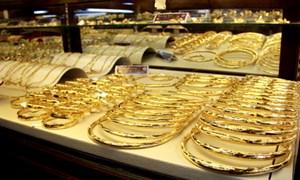 Vàng trong nước đua nhau giảm giá