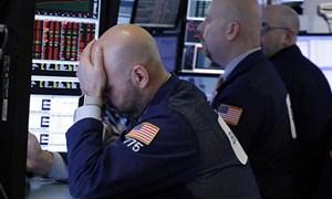 """Dow Jones """"bay"""" gần 400 điểm do biến động chính trị ở Italy"""
