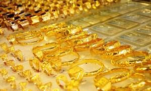 Giá vàng trong nước tụt dốc không phanh