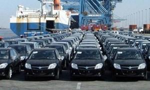 Nhập khẩu ô tô bất ngờ giảm mạnh