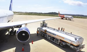 Bộ Tài chính lấy ý kiến giảm 30% mức thuế bảo vệ môi trường đối với nhiên liệu bay