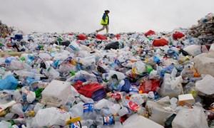 Hạn chế rác thải nhựa: Sớm luật hóa nghĩa vụ của doanh nghiệp