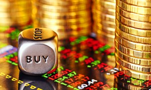 Vàng lại lập đỉnh mới, có nên dồn tiền vào vàng?