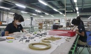 Nhiều doanh nghiệp vùng tâm dịch vẫn duy trì sản xuất