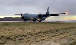 [Infographics] Các thông số về vận tải cơ C-130J  của Mỹ