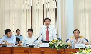 Bộ trưởng Vương Đình Huệ tặng Bằng khen cho 22 công chức Hải quan