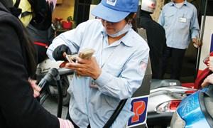 Liên Bộ Tài chính – Công Thương chỉ đạo các doanh nghiệp đầu mối rà soát lại phương án giá và giảm giá bán xăng dầu trong nước