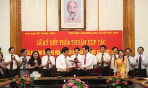 Ký kết thỏa thuận hợp tác giữa Ban Kinh tế Trung ương  và Viện Hàn lâm Khoa học xã hội Việt Nam