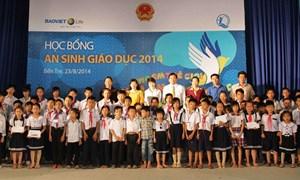 Hàng trăm suất học bổng của Bảo Việt Nhân thọ đến với trẻ em nghèo