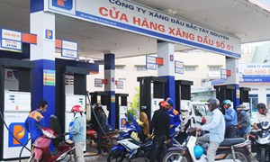 Kịp thời điều chỉnh thuế nhập khẩu và giá bán lẻ xăng dầu