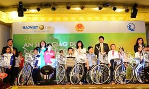 Bảo Việt Nhân thọ trao hàng nghìn suất quà Tết cho trẻ em nghèo vượt khó