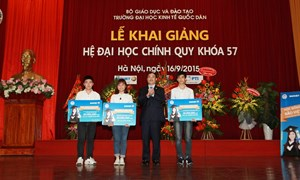 Bảo Việt trao học bổng cho thủ khoa và sinh viên xuất sắc Đại học Kinh tế Quốc dân