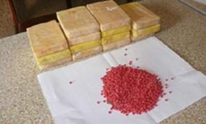 Bắt giữ 2 bánh heroin và 6.000 viên ma túy tổng hợp
