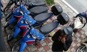 Trộm bẻ khóa SH trong nháy mắt ở Hà Nội