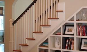 Biến gầm cầu thang thành tủ sách ấn tượng
