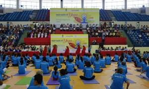 Gần 3.000 người đồng diễn Yoga tại 3 tỉnh thành kỉ niệm ngày Quốc tế Yoga 2017
