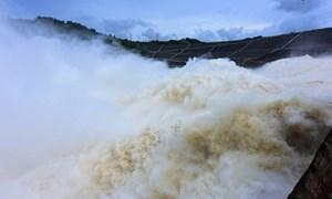 Khẩn cấp ứng phó với mưa lũ và đảm bảo an toàn hồ đập