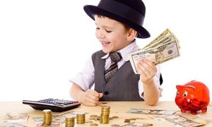 4 bài học cha mẹ cần biết khi dạy con về tiền bạc