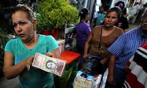 Venezuela vẽ ra cuộc khủng hoảng tiền mặt để dọn đường cho thanh toán điện tử?
