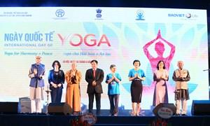 Màn đồng diễn Yoga độc đáo thu hút gần 1.500 người tại Hà Nội