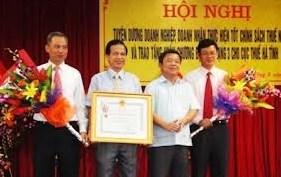 Ngành Thuế Hà Tĩnh tuyên dương doanh nghiệp - doanh nhân hoàn thành tốt nghĩa vụ thuế năm 2011