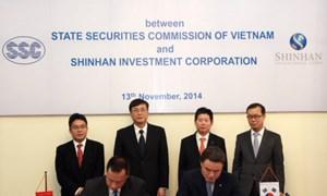 Ủy ban Chứng khoán Nhà nước và Công ty đầu tư Shinhan ký Thỏa thuận hợp tác