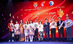 Ông  Johnathan Hạnh Nguyễn ủng hộ hơn 3 tỉ VNĐ cho đội tuyển U.22 nam, nữ Việt Nam và Quỹ học bổng Vừ A Dính