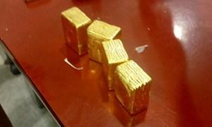 Phát hiện khách nước ngoài xuất lậu 5 kg vàng