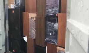 Phát hiện hàng trăm loa thùng lậu từ lô hàng quá cảnh