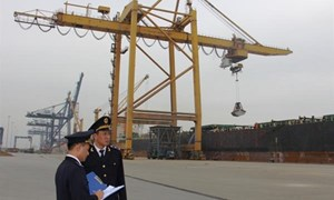 Hải quan cảng biển quốc tế làm việc tất cả các ngày trong tuần