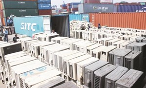 Phát hiện hàng chục container hàng cấm về cảng Sài Gòn