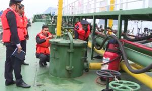 Hải quan chủ động tuyên truyền về chống buôn lậu xăng dầu