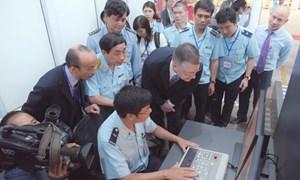Hải quan Hà Nội nhận máy soi hiện đại trị giá gần 200.000 USD do Hoa Kỳ tài trợ