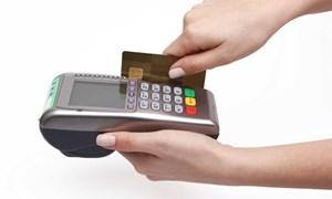 """Ngân hàng Nhà nước cảnh báo """"quẹt thẻ khống"""" rút tiền mặt"""