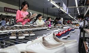 Doanh nghiệp bắt đầu thiếu nguyên liệu sản xuất