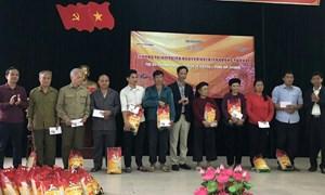Tạp chí Tài chính tặng quà các gia đình có công với Cách mạng và hộ nghèo tại Hà Giang